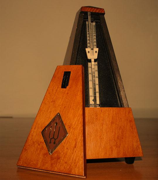 مترونوم چیست ؟ مترونوم های مکانیکی ساده ترین شکل مترونوم ها