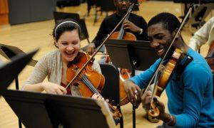 آموزش موسیقی در تمام حوزه ها علاقه مندان بسیاری دارد
