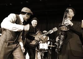 نوازندگی در یک سبک و در یک گروه مثلا گروه راک یا جز یا کلاسیک سایت آموزش موسیقی چارگاه سینا اسحاقی