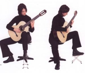 گیتار کلاسیک - نشستن و نگه داشتن گیتار