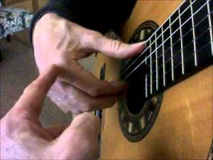 آموزش گام به گام گیتار - تکنیک تیراندو انگشتتان پس از نواختن سیم آزادانه معلق می ماند