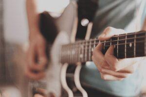 آموزش گیتار الکتریک همیشه با استقبال همراه بوده است
