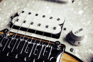 گیتار الکتریک با بدنه توپر
