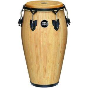 ساز تومبا نیز مانند درامز از مجموعه چند ساز کوبهای تشکیل شده است.