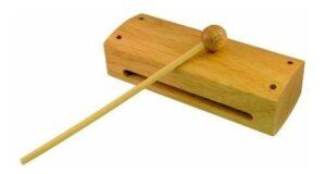بلوک چوبی با نامهایی مانند بلوک چوبیِ چینی، کلاگ باکس، تَپ باکس نیز شناخته میشود.